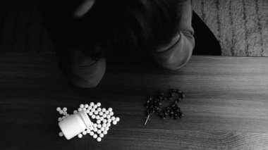Desperate woman choose to suicide with pills or to believe — Stock Video