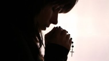 Silhouette of a woman hand praying, close up — Stock Video