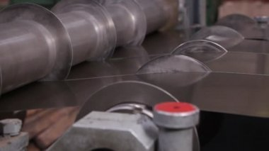 Heavy industry - Wide cutting sheet metal machine, — Stock Video