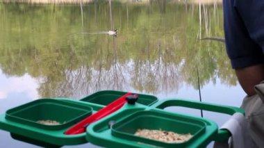 точки зрения во время литья лески в реке — Стоковое видео