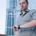 człowiek kontroli czasu — Zdjęcie stockowe