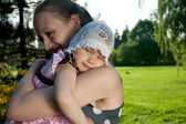 Woman holds daughter — Stockfoto