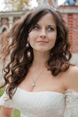 Güzel gelin düğün gününde poz — Stok fotoğraf