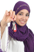 Close up of a beautiful arab woman holding a home keys — Stock Photo