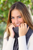Beautiful woman with a white perfect smile in winter — Stockfoto
