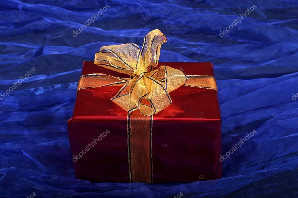 Red gift on a blue background — Stock Photo #16511995