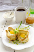 Breakfast: Toasted Eggs And Ramson — Stock Photo
