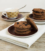 Chocolate Chips Cookie And Coffee With Milk — Stock Photo