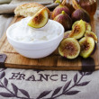 Low fat goat cheese with fig and honey — Stock Photo