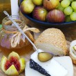 Israeli and Spanish Goat cheeses, fig and honey — Stock Photo