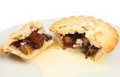 Mince pie and cream — Stock Photo