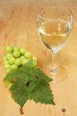 Glass of wine and grapes — Stock Photo