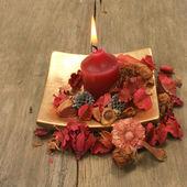 Candle and pot pourri — Stock Photo