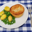 Pie and veg — Stock Photo