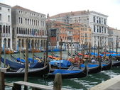 Covered Gondolas line the Grand Canal on a Winter's Day — Stock Photo