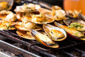 Grilled mussels on the grate — Stock Photo