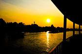 Sonnenuntergang am chaophaya fluss - ayutthaya, thailand — Stockfoto