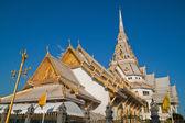Native thai style architecture, wat sothorn, province de chachoengsao, thailand — Photo