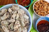 Frische austern, thai-stil-meeresfrüchte — Stockfoto