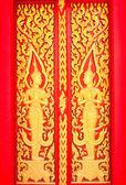 Altın ağaç oyma, tay tarzında geleneksel tay tapınak. — Stok fotoğraf