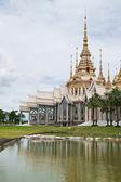 Bel immeuble avec la religion, wat luang phor orteil, nakhonratcha — Photo