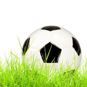 Balón de fútbol de hierba verde aislada — Foto de Stock