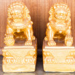 Foto Stock: Chinese style figurine couple golden singha