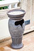 Park ceramiczne kosza w palących — Zdjęcie stockowe