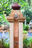 Zona de ducha al aire libre hermoso para la piscina — Foto de Stock