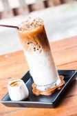 浓缩咖啡和牛奶冰拿铁咖啡 — 图库照片