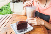Coffee break with iced coffee and chocolate cake — Stock fotografie