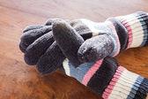 Human hands wear wool gloves — Zdjęcie stockowe