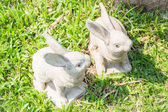 Twin rabbits of plaster decorated in green grass  — Foto Stock