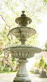 Vintage-Brunnen im park — Stockfoto