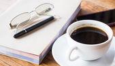 Ontspannen tijd drinken warme kop koffie — Stockfoto
