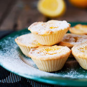 Lemon Tartlets with Powdered sugar — Stock Photo