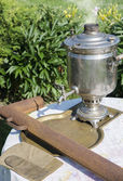 An old samovar was to boil on a table in the garden — Stock Photo