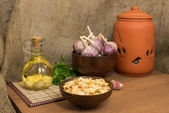 Garlic for cooking - dried, raw, infused with oil — Stock Photo
