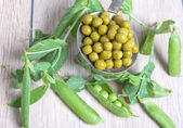 Boiled green peas, pods and branches — Stock Photo