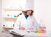 Medical doctor woman talks about the new medication — Stock Photo