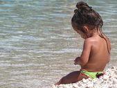 Kid on the sea — Stock Photo