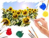Ręka z krajobraz lato obraz pędzla z słoneczniki — Zdjęcie stockowe