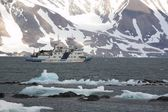 Arctic landscape with ship — Foto Stock