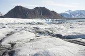 Arctische landschap met gletsjers en bergen — Stockfoto
