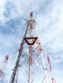Wieże telekomunikacyjne — Zdjęcie stockowe
