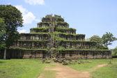Ancient khmer pyramid in Koh Kher, Cambodia — Stock Photo
