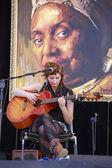 Milena Piazzoli playing guitar — Stock Photo