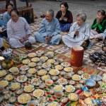 Praying in Vietnam — Stock Photo #13856942