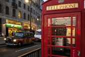 London's cab and telephone box — Stock Photo