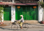 Fietsen in hoi an, vietnam — Stockfoto
